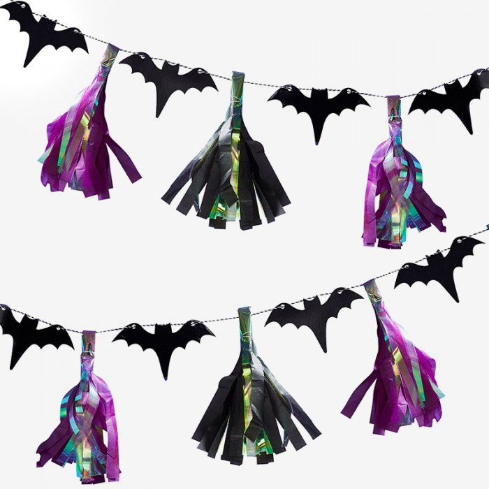 Girlang Bat Tassel