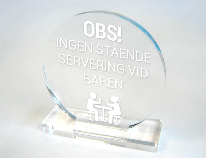 """Display/skylt i akryl med texten """"INGEN STÅENDE SERVERING VID BAREN"""" 150mm Rund"""
