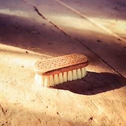Handknuten nagelborste