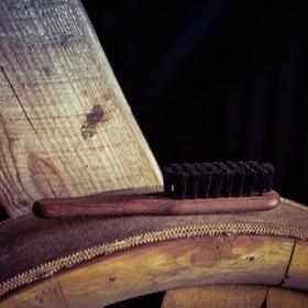 Skäggborste i oljad valnöt och svinborst