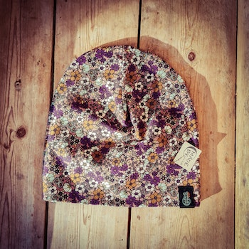 Hat 2-4 years Small flowers