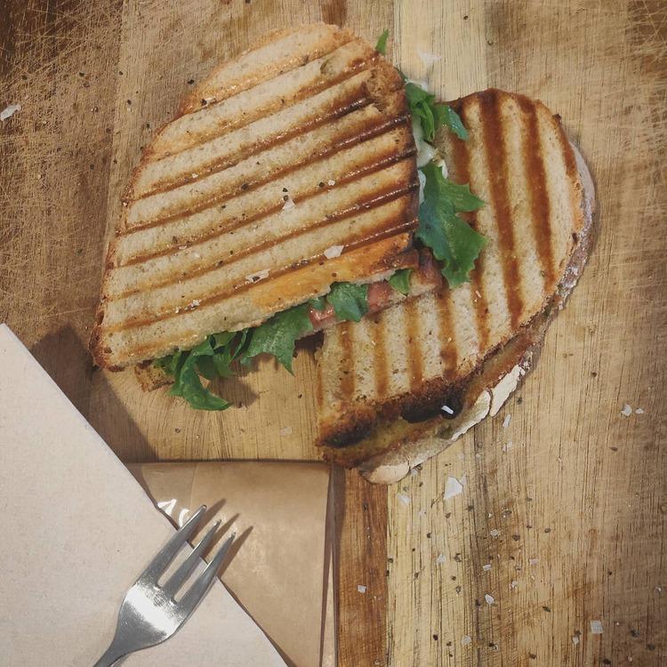 Toast, surdegsbröd