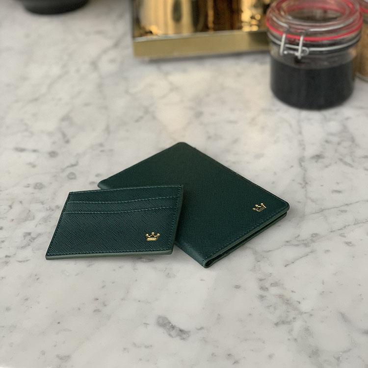 Dark green (korthållare)