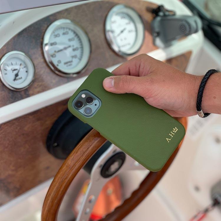 Khaki green - Mobilskal med initialer