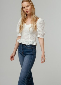 c76739f4 Vit top med brodering och puffiga ärmar- Estionis white top with broderie  and puffy arms