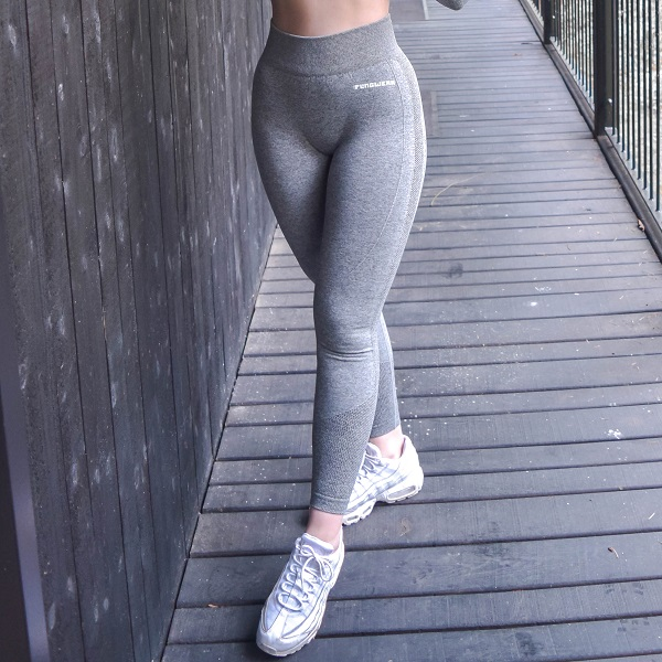 flingwear seamless tights i ljusgrå färg för dam