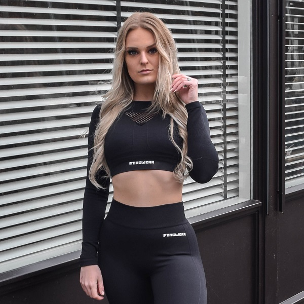 svart träningstopp cropped i svart från flingwear