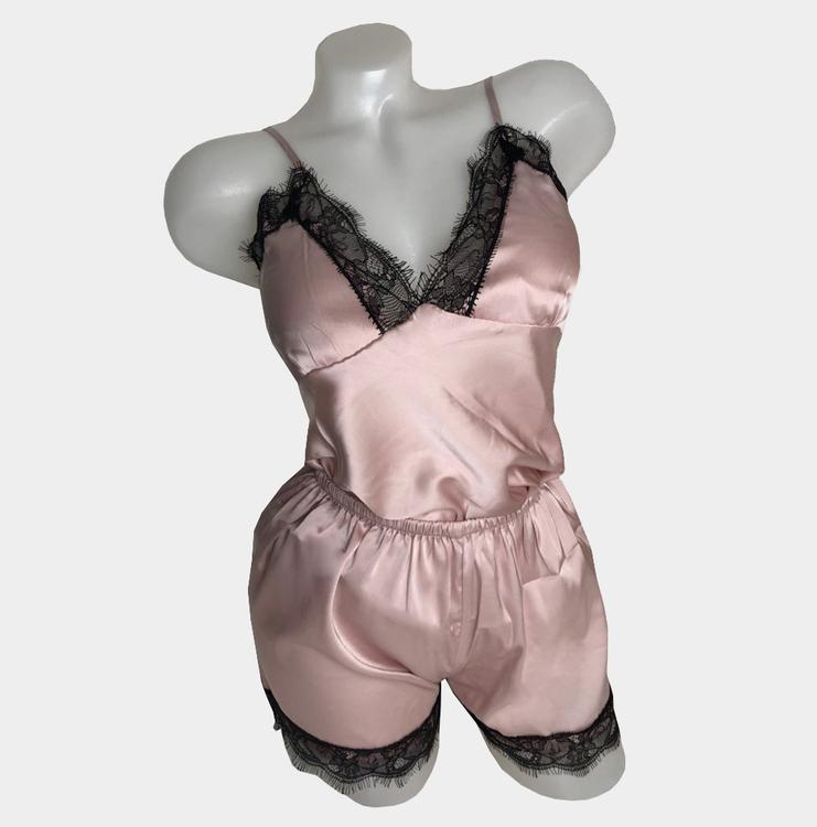 rosa mysset, shorts och nattlinne i siden till bra pris