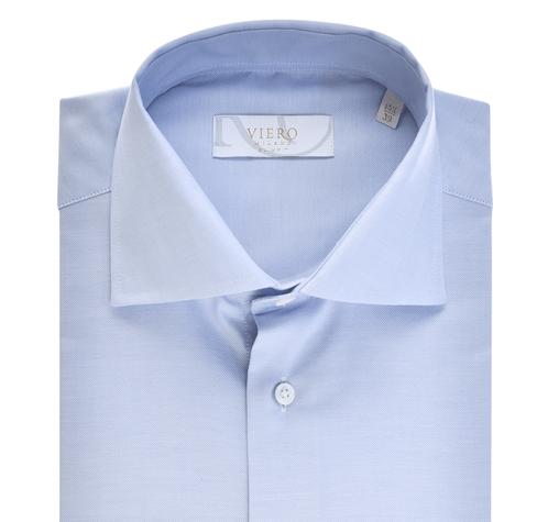 Ljusblå slimfit skjorta med vanlig manschett.