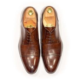 Mörkbrun sko, cap toe, italiensk kalvskinn