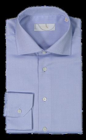 Ljusblå skjorta med små vita prickar