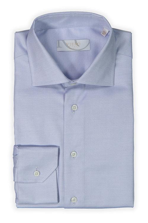 Ljusblå skjorta med mörkblå små prickar
