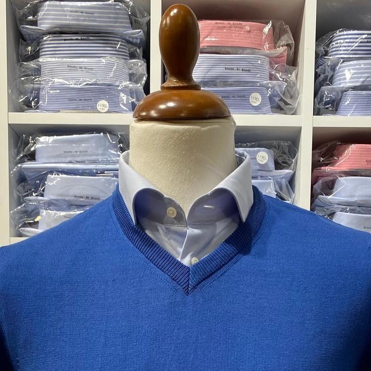 V-halsad tröja i Pima Cotton - klarblå