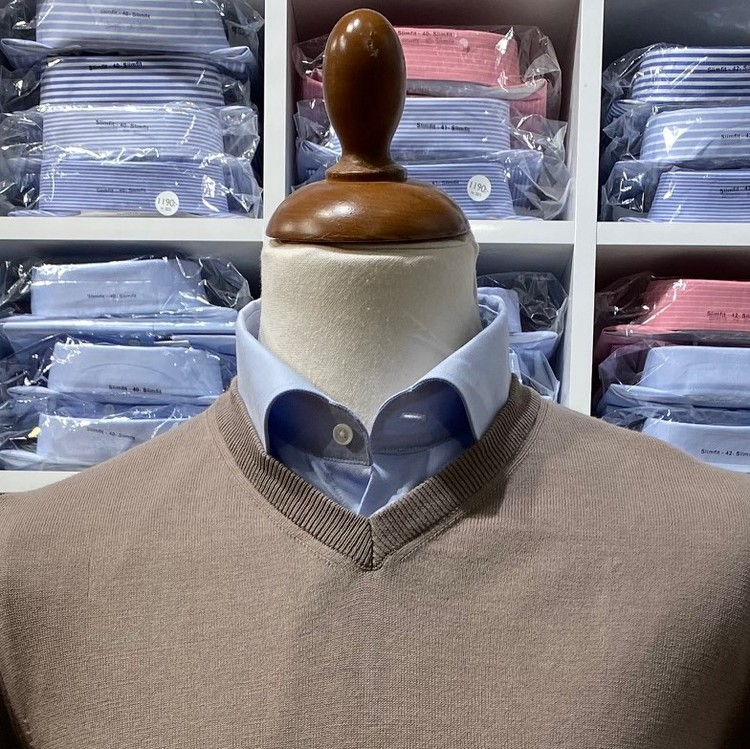 V-halsad tröja i Pima Cotton - mullvard