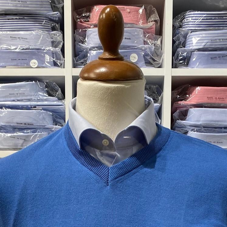 V-halsad tröja i Pima Cotton - ljusblå