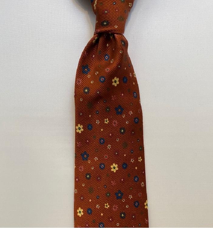 Handgjord blommig slips i siden