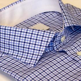 Blårutig skjorta med vit bas