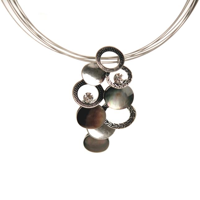 Silverfärgat halsband med havssnäcka