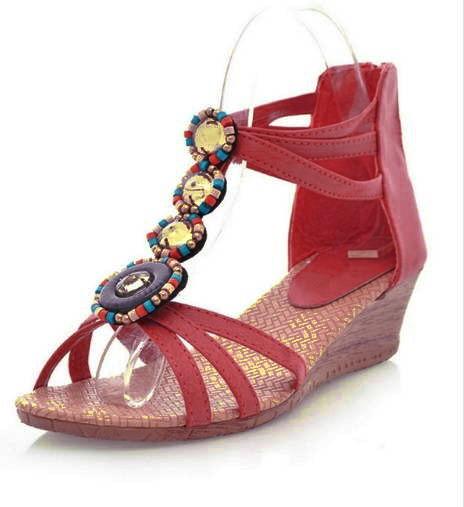 Orange sandaler med liten klack och pärlor