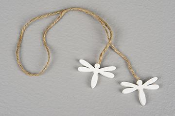 rep med trädtrollsländor i vit färg. passar tex till att snurra runt servett vid dukning