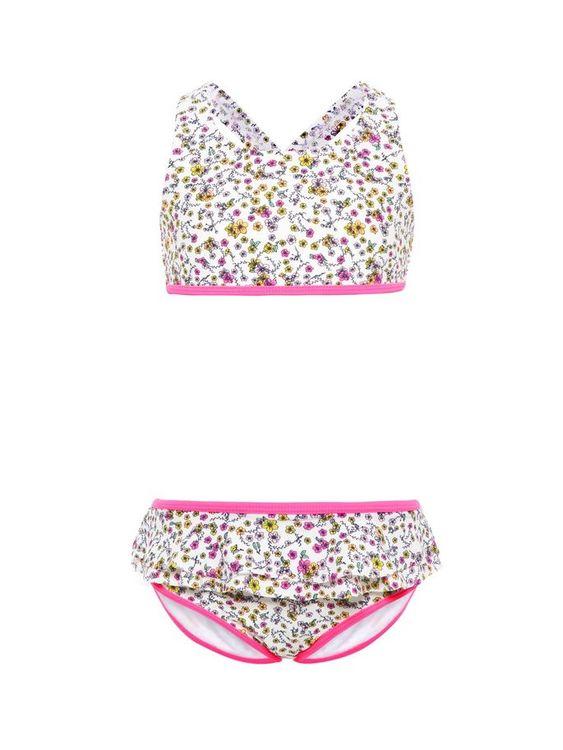 Söt blommig bikini från Name it med badblöja. Bikinitoppen har korsade band bak och volangkant på byxan. Material: 80% Polyamid och 20% Elastan Foder: 100% Bomull  Färg: Rosa
