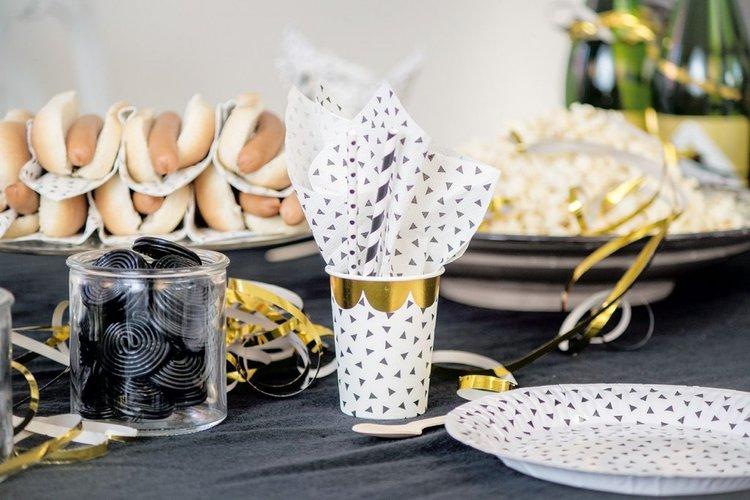 Tuffa servetter i vitt & svart från Jabadabado. Stilrent &festligt till kalas, babyshower eller någon annan festlighet. Det finns 20 st servetter per föpackning. Matcha gärna med tillhörande muggar &
