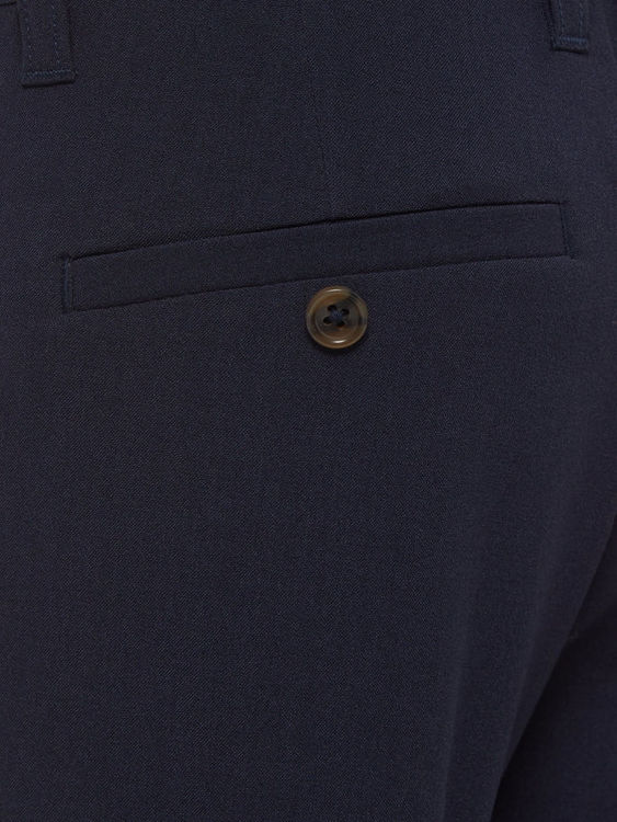 Finbyxor från Name it med justerbar midja, blixtlåsgylf & hyskknapp. Praktiska fickor på sidorna, fuskfickor bak & bälteshällor. Material: 63% Polyester, 33% Viskos & 4% Elastan   Färg: Marinblå