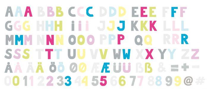 Rolig & pedagogisk magnetplatta från Jabadabado med hela alfabetet & siffrorna 1-10. Lär dig alfabetet, skriv roliga ord eller träna dig i att räkna. Magnetplattan har tre olika skåror så att du kan v