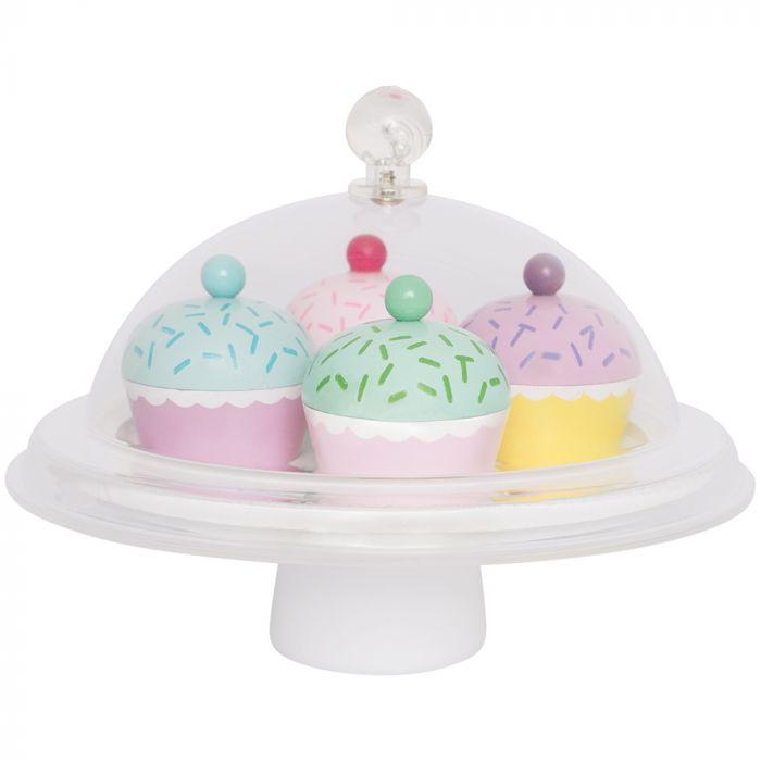 Detta lyxiga kakfat från Jabadabado är ett måste i alla små leksakskök. Fatet innehåller 4 olika sorters cupcake smaker och har ett transparent lock för att på ett exklusivt sätt visa upp de små delik