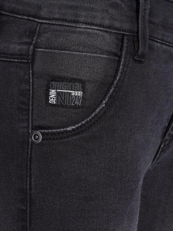 Mjuka jeans med mycket stretchig denim från Name it med justerbar midja, skinny fit, sliten effekt på låren samt blixtlåsstängning och hyskknapp Material: 83% Bomull, 16% Polyester & 1% Elastan   Färg