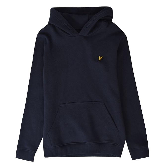 Snygg hoodie från Lyle & Scott med en mjuk borstad insidan, logo på vänster bröst samt mudd i ärmslut och midja. Material: 85% Bomull och 15% Polyester.  Färg: Marinblå