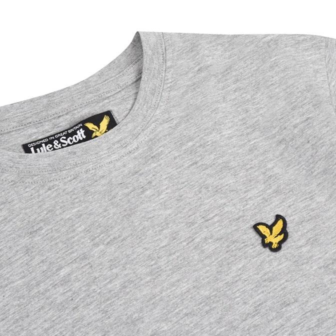 Snygg stilren T-shirt från Lyle & Scott med rund hals och broderad logga på bröstet. Material: 100% Bomull  Färg: Gråmelange