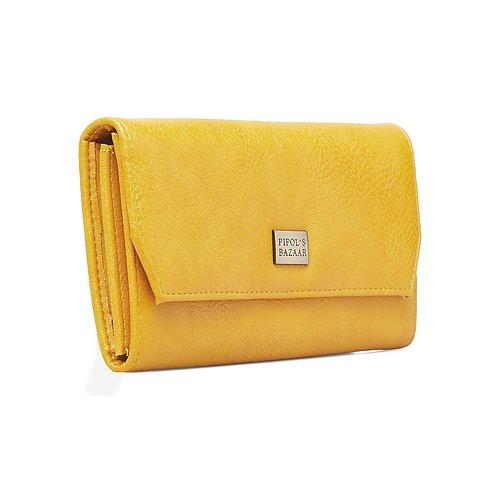 Stilren plånbok i mjukt konstläder från Pipol´s Bazaar med logga i metall. Många inre fack för pengar, kreditkort och en dragkedjeförsedd ficka för mynt. Plånboken stängs med ett magnetlås. Storlek: 1