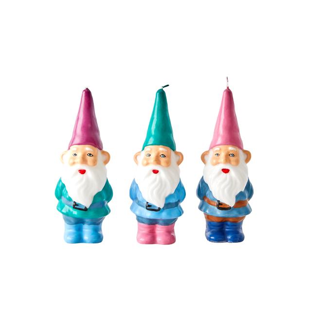 Fina små, färglada Tomte ljus från Rice. Finns i tre olika färger och de är fina att ge bort i present i jul tillsammans med en snöglob eller en mugg i melamin med julmotiv. Storlek: 5 x 6 x 17,5 cm