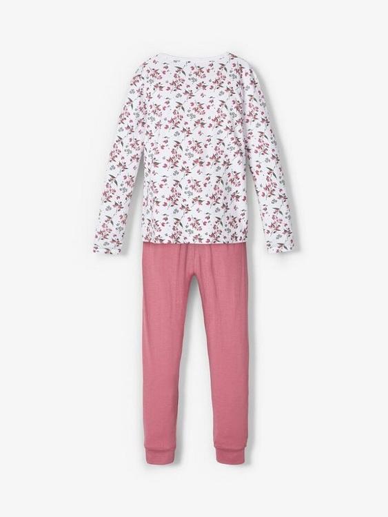 Fint blommig 2-delad pyjamas i ekologisk bomull från Name it med rund halsringning, långa ärmar och resår i midjan på byxan. Material: 95% Ekologisk Bomull och 5% Elastan.  Färg: Rosa