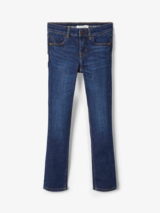 """Snygga jeans i X-slim modell från Name it med justerbar midja, femficksmodell och är sydd i """"Better Denim"""". Materia: 91% Ekologisk Bomull, 8% Polyester och 1% Elastan  Färg: Mörkblå Denim  Better Deni"""