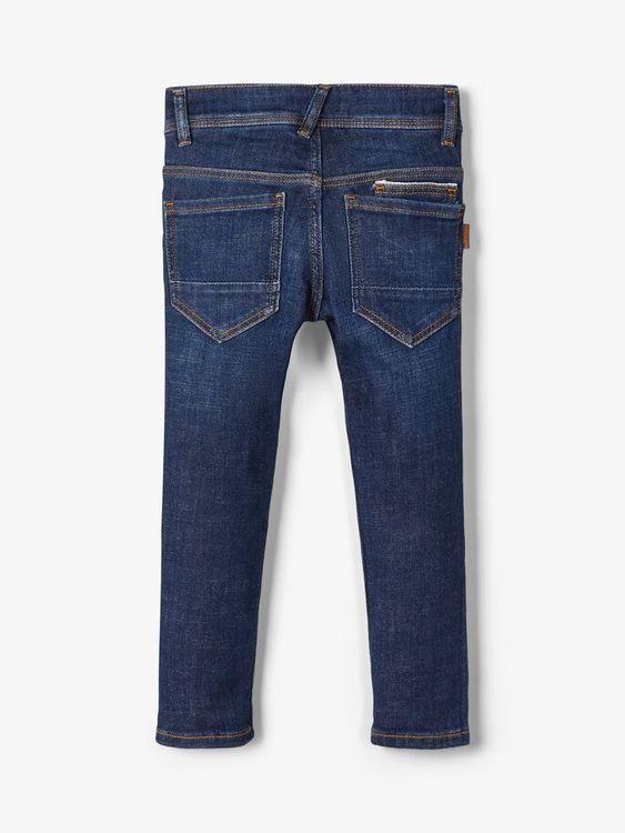 """Snygga jeans i X-slim modell från Name it med justerbar midja, femficksmodell och är sydd i """"Better Denim"""". Materia: 96% Ekologisk Bomull, 3% Återvunnen Polyester och 1% Elastan  Färg: Mörkblå Denim"""