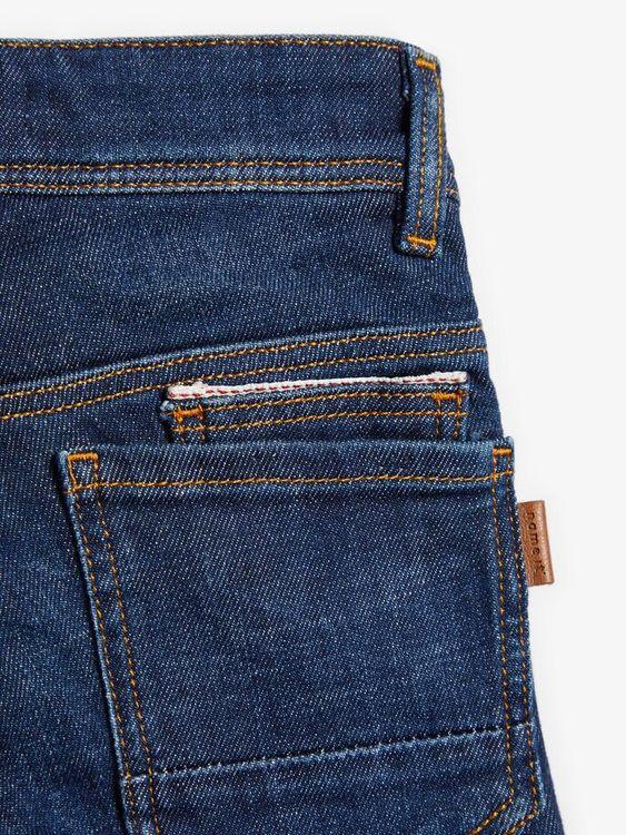 Snygga jeans i X-slim modell från Name it med justerbar midja, femficksmodell och är sydd i