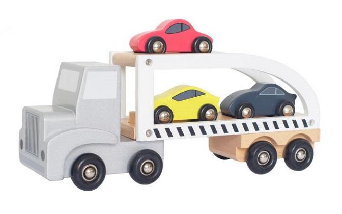 Plattan i mattan! Denna coola biltransport från Jabadabado är ett måste för alla biltokiga barn. Biltransporten har 3 bilar & 2 våningsplan där du kan köra upp dina bilar. Släpet är avtagbart så att d