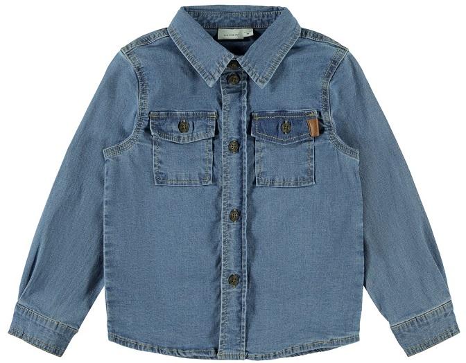 Mjuk jeansskjorta från Name it med knappknäppning fram och två bröstfickor. Material: 99% Bomull och 1% Elastan  Färg: Ljusblå Denim