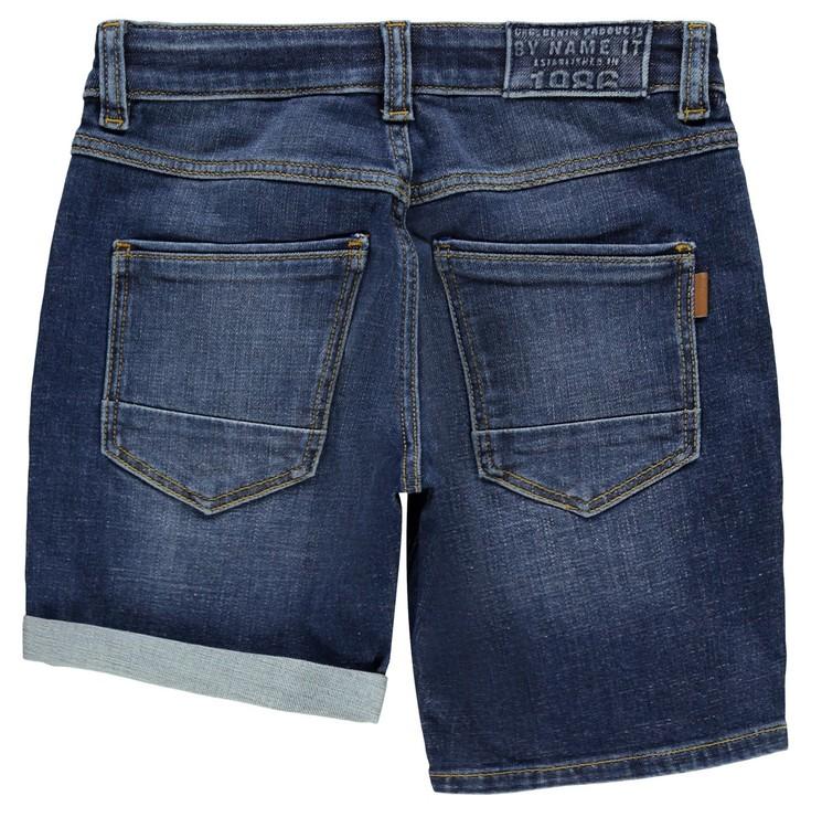 """Snygga jeansshorts i Regular Fit modell från Name it med justerbar midja, femficksmodell och är sydd i """"Better Denim"""". Materia: 90% Ekologisk Bomull, 9% Polyester och 1% Elastan  Färg: Mörkblå Denim"""