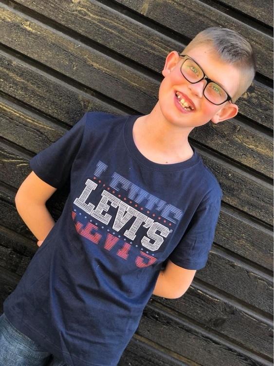 Snygg T-shirt från Levi´s med både tryckt och broderad text fram. Material: 100% Bomull  Färg: Marinblå