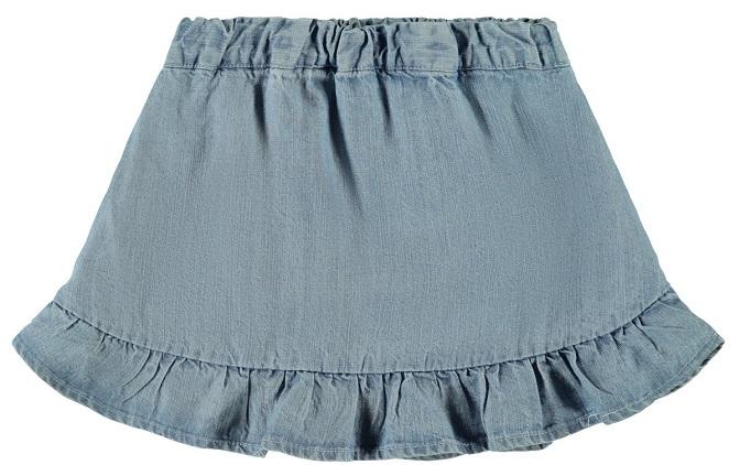 Söt och somrig jeanskjol från Name it med justerbar resår och volangkant nertill. Material: 100% Lyocell  Färg: Ljusblå