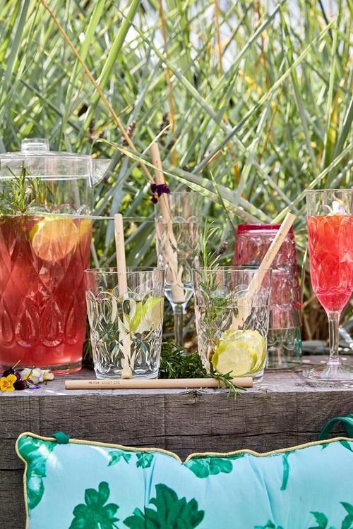 Så fina champagne glas från Rice i transparent plast med fint mönster. Perfekt för picknick, husvagnen eller annan utomhus aktivitet Kan maskindiskas i övre delen av diskmaskinen, men handdisk är att
