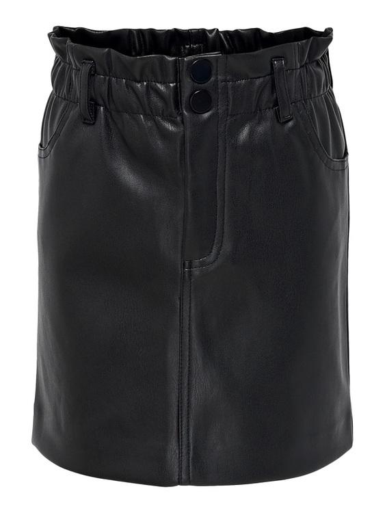 Cool paperbag kjol i PU från KIDS ONLY med resår i midjan, två knappar och gylf samt fickor i sidorna. Kjolen är mjuk och följsam och sitter bäst om man har den högt upp. Material: 100% Polyester  Fär