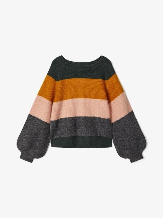 Mjuk och skön stickad tröja med blockränder i olika färger från Name it. Den har en rund hals och ballongärmar samt en mudd i midjan och ärmsluten. Material: 71% Akryl, 26% Nylon och 3% Elastan.   Fär