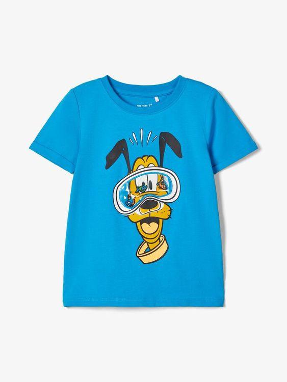 Rolig t-shirt från Name it med rund hals och ett tryck med Pluto som har ett cyklop med fiskar i. Material: 95% Bomull och 5% Elastan  Färg: Turkos