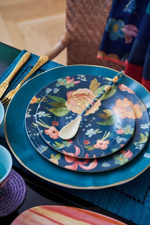 Vacker mattallrik i melamin från Rice som är perfekt både hemma, ute på picknicken eller i husvagnen. Kombinera gärna med våra andra produkter från Rice. Tål maskindisk, ej micro. Godkänd för livsmede