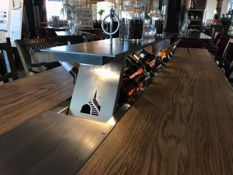 """Norrön """"Benhård"""" Stort matbord tillverkat i ek och plåt"""