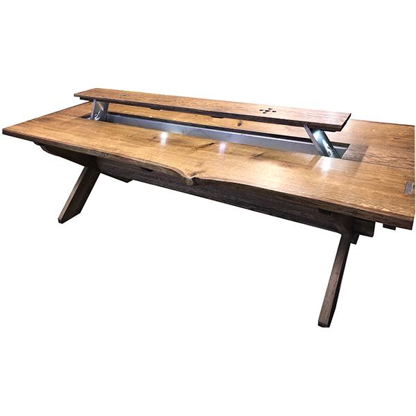 Vackert högtidsbord i rustikt utseende med islåda i mitten